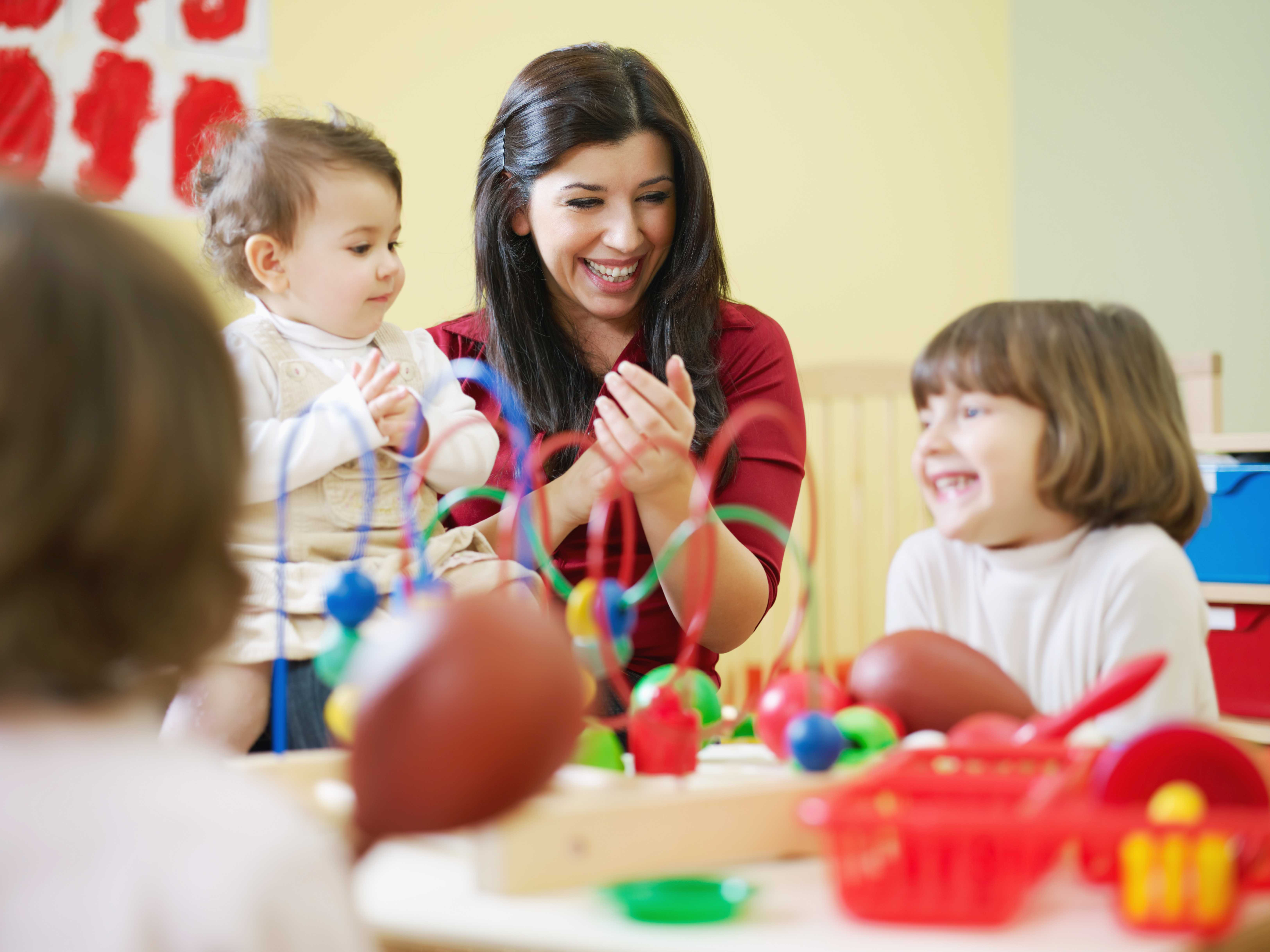10 Awesome Reasons to Become an Early Childcare Assistant!