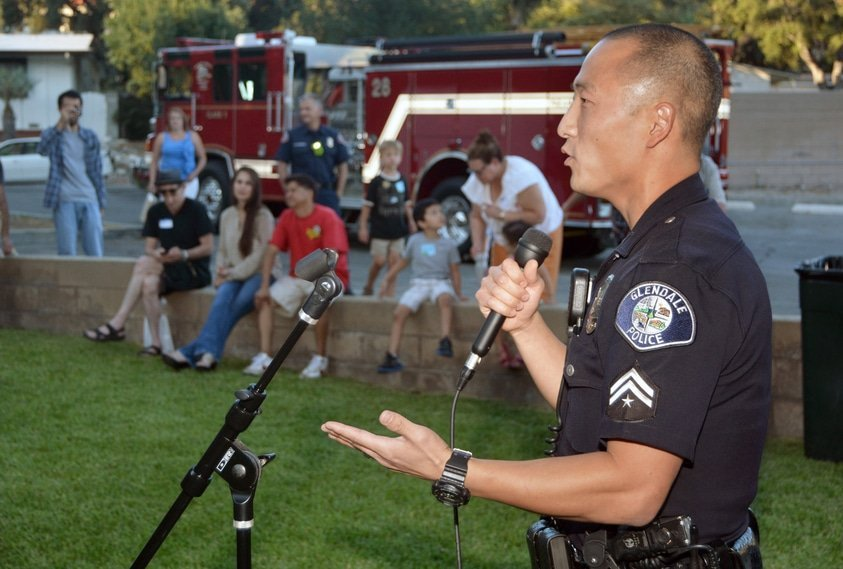Students-in-police-foundations-courses-will-love-to-learn-that-community-based-policing-is-a-great-organizational-philosophy-that-guides-police-work