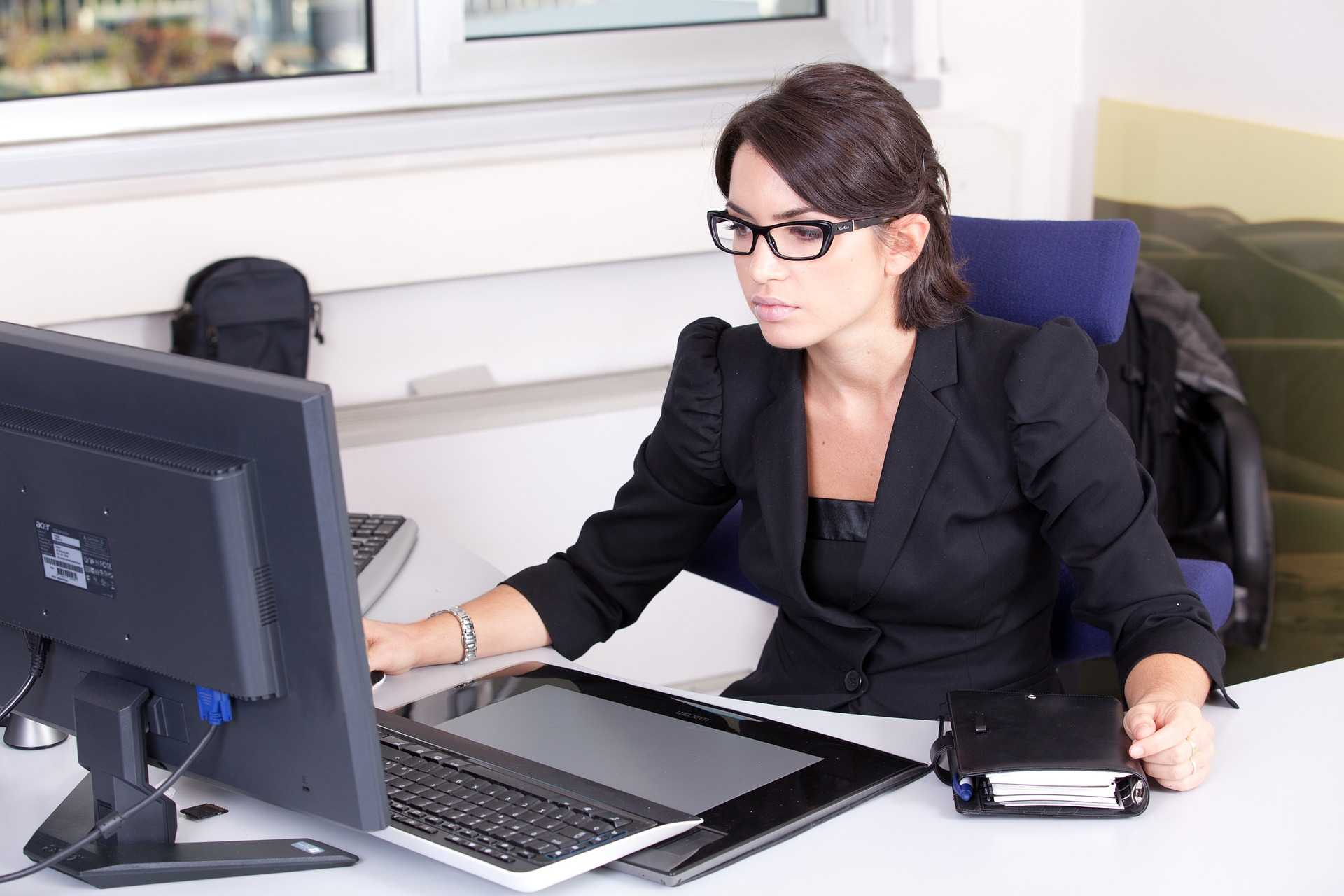 How to improve organizational skills in office administration